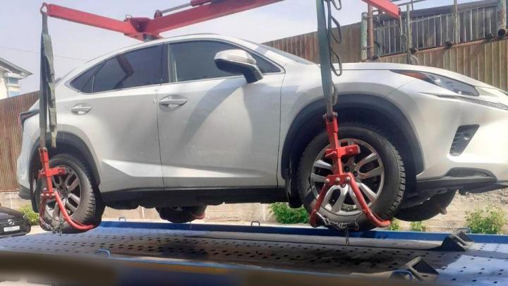 В Самаре у осужденного мошенника арестовали Lexus NX