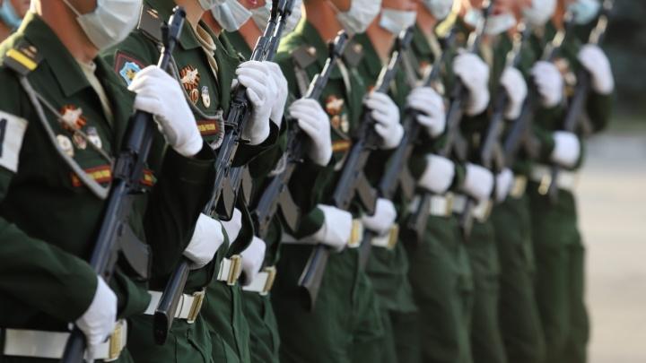 Участников военных парадов начали прививать в Ростове