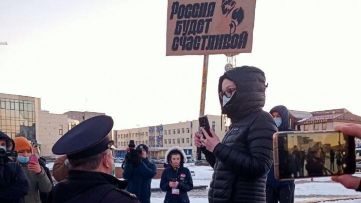 В ХМАО доставили в отделения полиции 14 участников протестов в поддержку Алексея Навального
