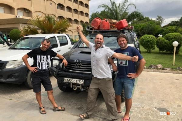 Группа туристов не может покинуть Африку с конца июня
