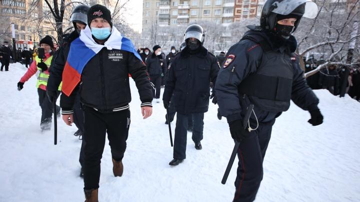 Координатора штаба Навального в Челябинске увезли в райотдел полиции