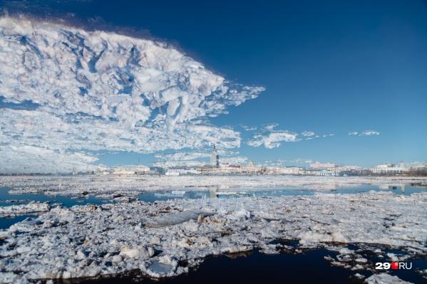Облака, подозрительно похожие на лед с реки. Угадаете, в чём&nbsp;фокус?<br>