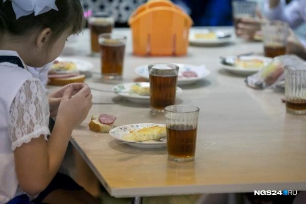 Месяц назад в красноярских школах отравилось больше сотни детей
