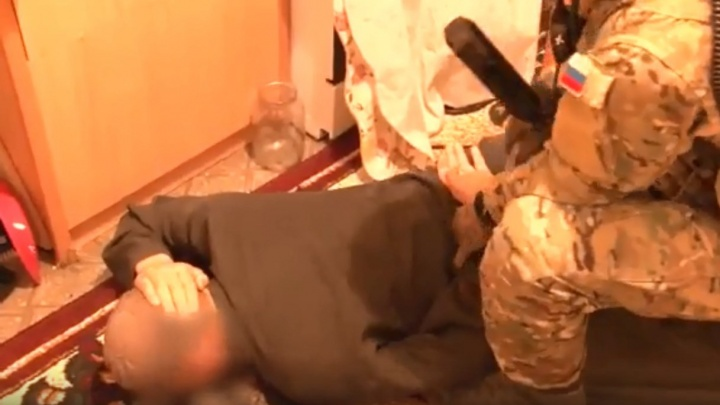 Омские ФСБ и Росгвардия задержали 11 членов экстремистской группировки