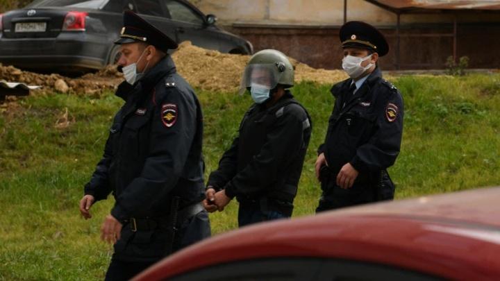 Подозреваемого в жестоком убийстве женщины с детьми в Кировграде привезли на место преступления