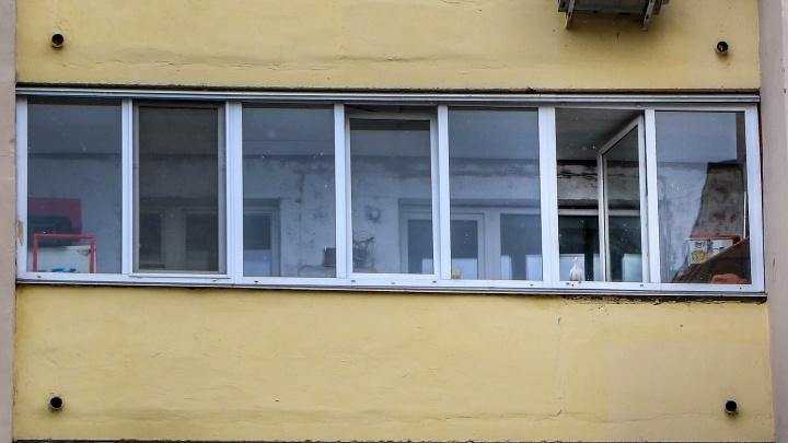 На проспекте Циолковского в Дзержинске из окна выпал двухлетний мальчик