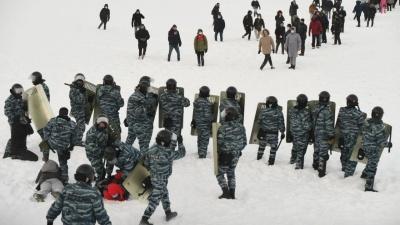 Нервы сдают у всех: как «винтили» участников протестов по всей стране в 10видео