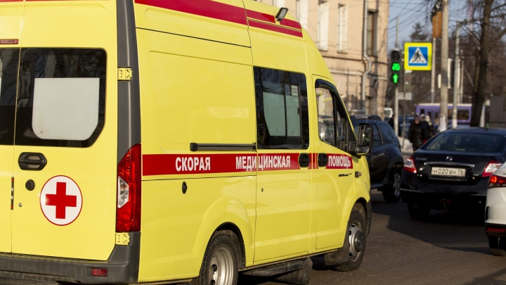 Упала под колесо: в Ярославле трехлетняя девочка погибла при выходе из автобуса