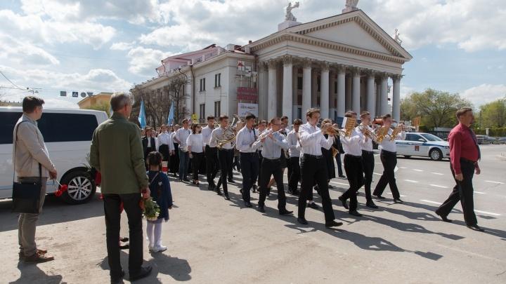 «С победной песней по улицам Сталинграда»: студенты и выпускники Серебряковки перекрыли центр города