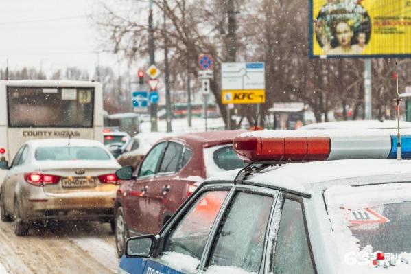 Штрафы за зафиксированные нарушения выписывают сотрудники ГИБДД