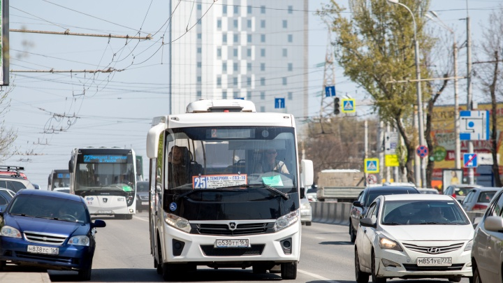 Автобусы пойдут по выделенным полосам через пробки у моста на Малиновского