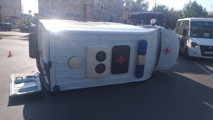 Полицейские назвали причину ДТП с перевернувшейся скорой помощью в Тольятти