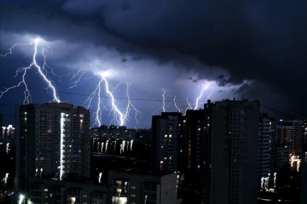 Гроза бушевала в Екатеринбурге всю ночь