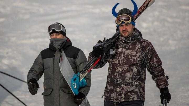 Едем в Юрманку. Как работает главный горнолыжный курорт под Новосибирском — и сколько там стоит отдых