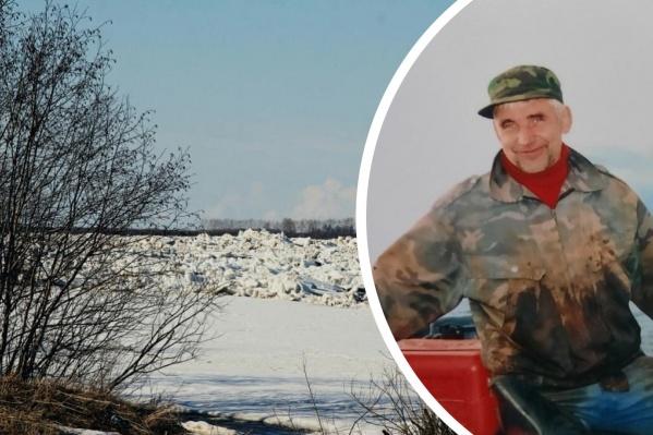 Владимир Онучин работает егерем в Беломорском заповеднике. Он был на своей базе, когда заметил пару на льдине