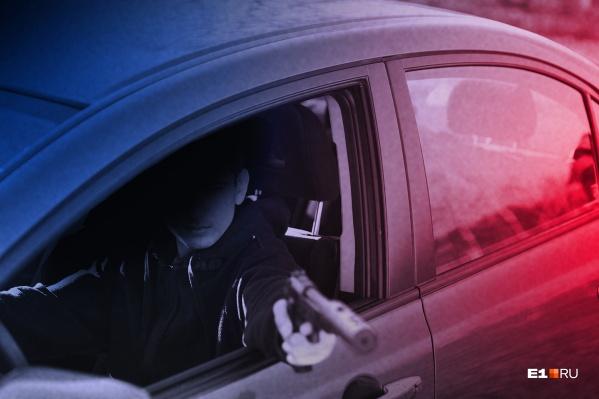 Мужчина сумел догнать своих «киллеров», от самосуда их спасла полиция