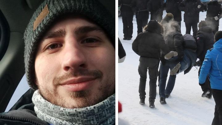 «Налетело четверо людей в штатском»: задержанного на митинге журналиста NGS24.RU освободили
