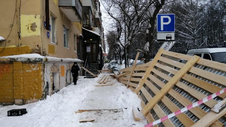 «Девушка очень сильно кричала»: очевидцы рассказали подробности об обрушении строительного перехода в центре Перми