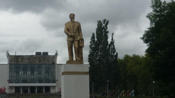 В прошлом месяце в Перми во время ремонта сквера пропал памятник Калинину. Теперь его нашли