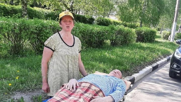 Жене пришлось самой увозить лежачего мужа из кстовской больницы якобы из-за отказа в транспортировке. Минздрав проводит проверку