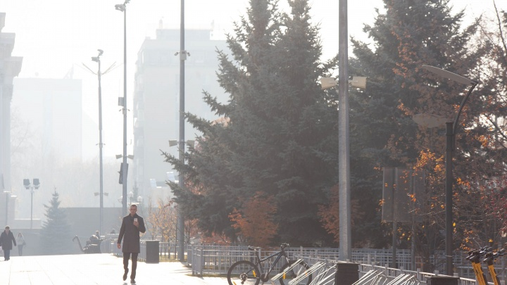 Густая удушливая пелена дыма. Как выглядит Тюмень в октябрьском смоге в 10 снимках