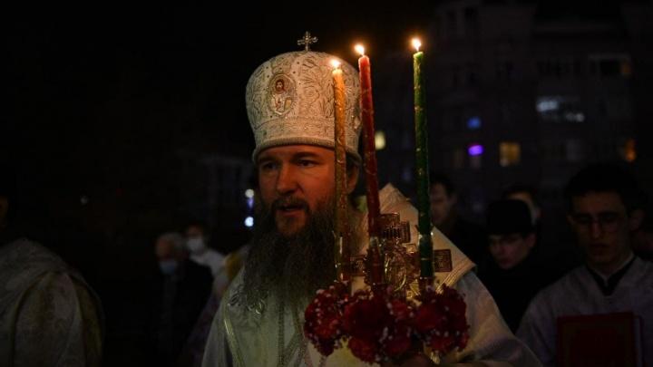 «Можно посмотреть по телевизору, но не насытишься». Екатеринбургский митрополит— о том, почему важно прийти в храм на Пасху