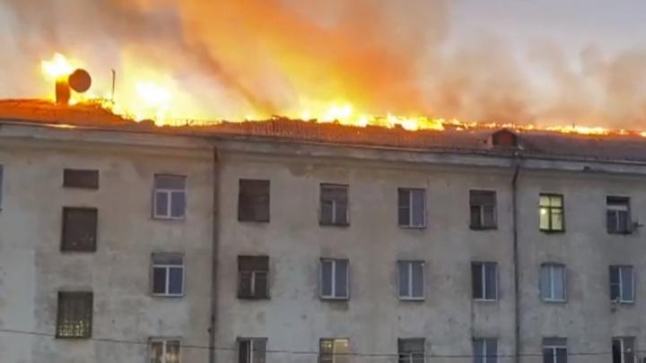 «Проснулись от треска шифера»: ночью вАрхангельске горела многоэтажка наГагарина