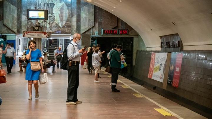«Невозможно протолкнуться»: поезда в новосибирском метрополитене стали ходить реже