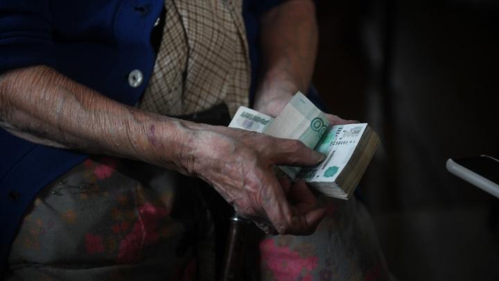 75-летняя екатеринбурженка попалась на новую схему мошенников. У нее выманили сотни тысяч, упомянув Мавроди