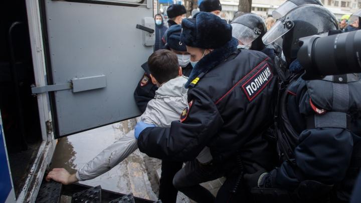 Еще 23 задержанных участника незаконного шествия осудят в Волгограде