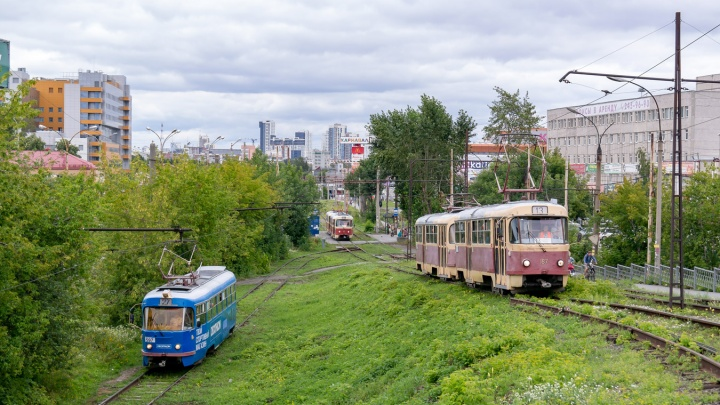 В Екатеринбурге мужчина дал пощечину девушке в трамвае за то, что она ехала без маски