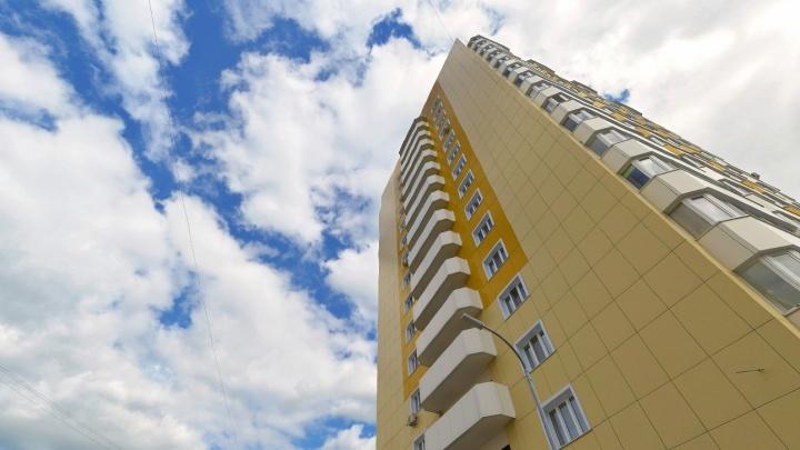 В Тюмени погибла школьница, упав с балкона
