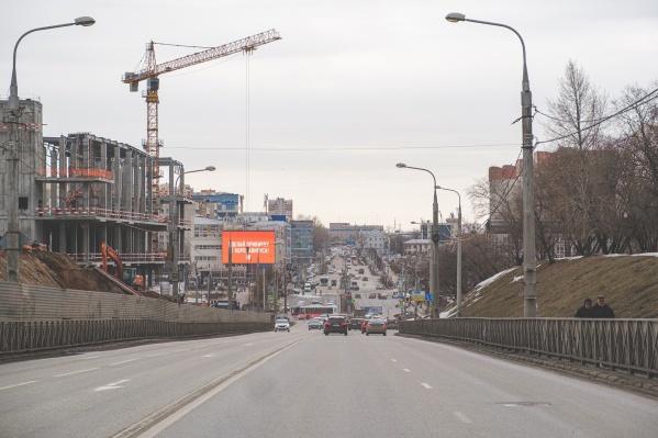 На участке от Петропавловской до остановки «улица Окулова» по направлению к Коммунальному мосту сделают выделенную полосу для общественного транспорта