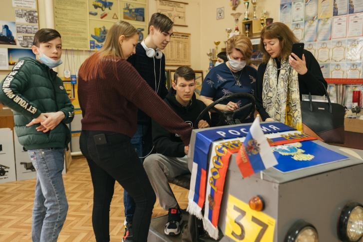 Тренажер для будущих водителей сразу привлекает внимание гостей музея «Самара Авто Газ»