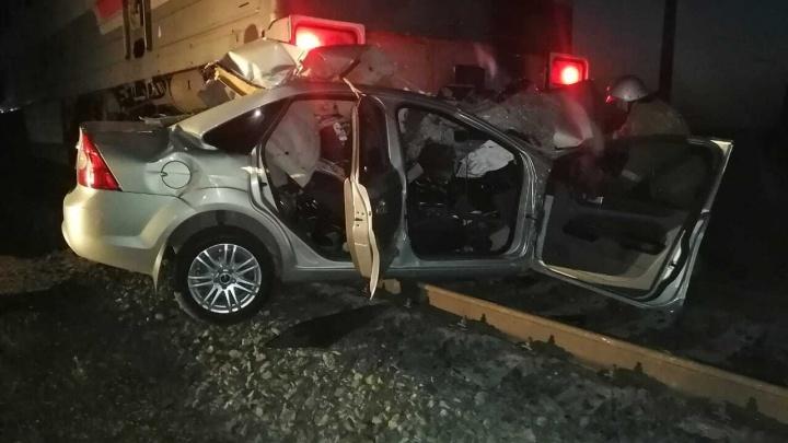 В Башкирии в ДТП с Ford Focus и поездом погибли два человека