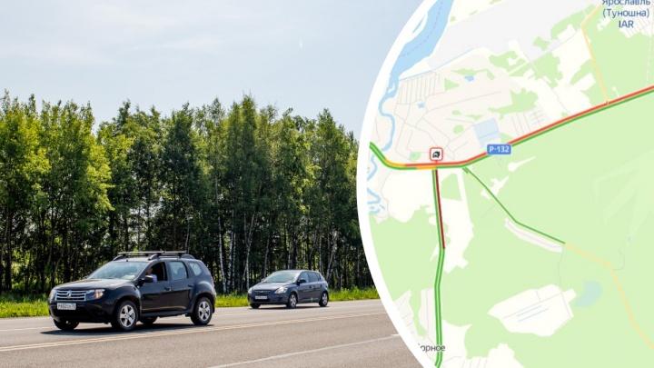 «Треш в Туношне»: на подъезде к Ярославлю образовалась 5-километровая пробка