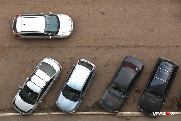 Уфимским автомобилистам парковочных мест очень не хватает