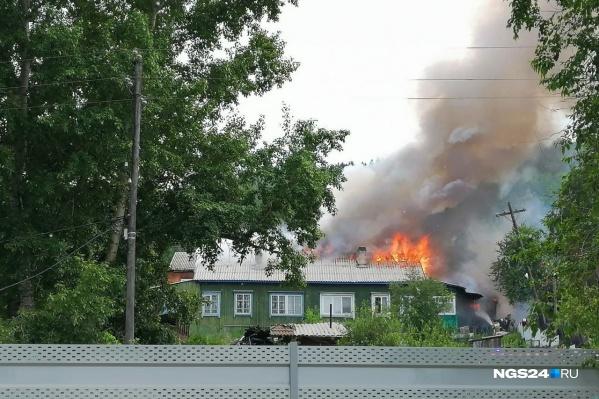 Пожар начался около 16:00 воскресенья