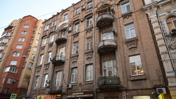 «Местная Пизанская башня»: столетнему дому Леванидова в Ростове грозит обрушение из-за новостроек