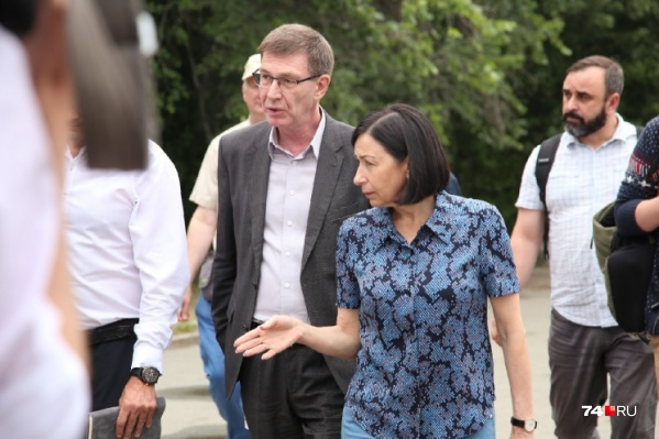 Мэр Наталья Котова уже третий год подряд ставит Антипову задачу разобраться с киосками, но ничего не меняется, и глава района в том числе