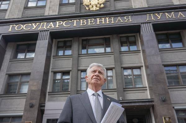За время работы в Госдуме Владимир Евланов проголосовал за повышение пенсионного возраста и поддержал поправки в Конституцию РФ