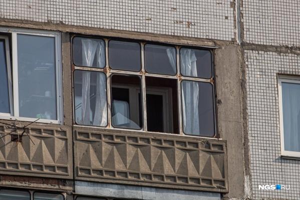 Выбитые окна — лишь малая часть последствий страшных взрывов, свидетелем которых в этот понедельник стала вся Россия