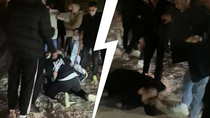 Массовая драка, которую устроили подростки в Екатеринбурге, попала на видео