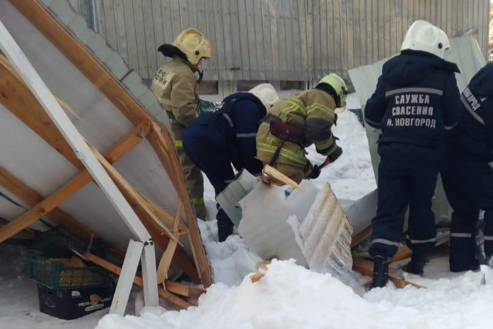 Сейчас на месте до сих пор работают спасатели. Личность погибшей устанавливается