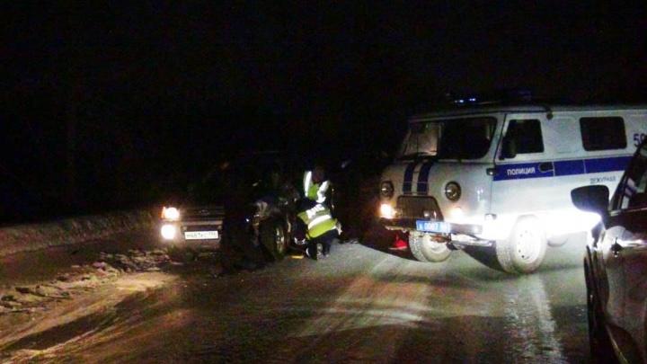 На Урале водитель Hyundai насмерть сбил женщину, которая шла по краю дороги с пьяным мужчиной