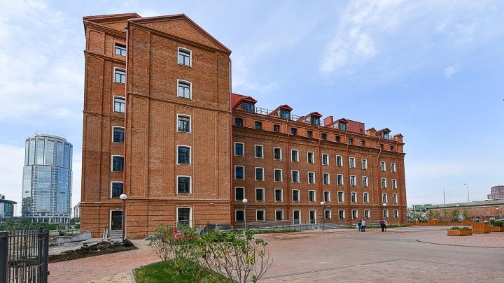 Из промзоны в элитное жилье: что скрывается за фасадом старинного здания у Макаровского моста
