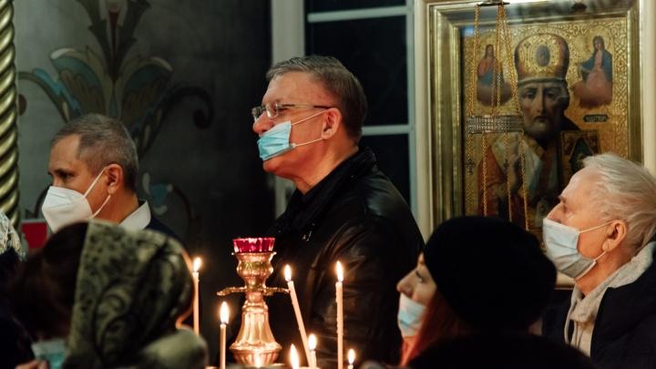 Рождественская служба в Архангельске: как всё организовали ночью в период пандемии