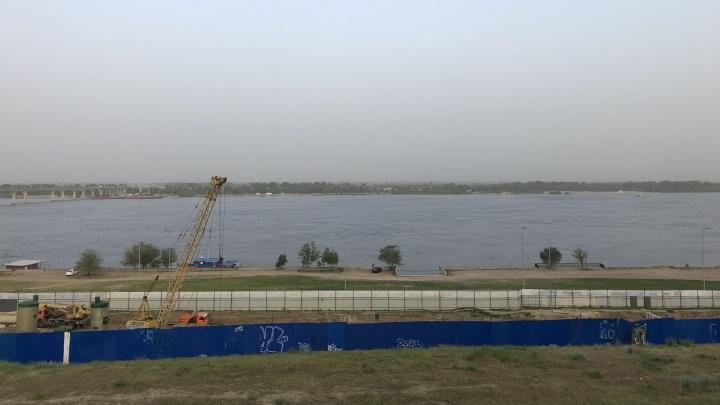 Волгоград накрыло пыльной бурей из Астрахани