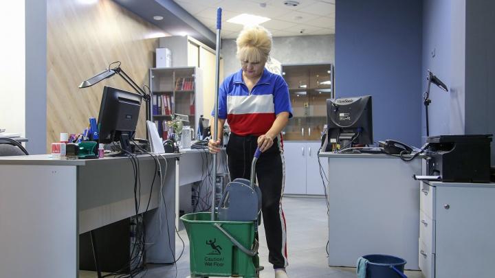 В 49 лет уборщица получила диплом о высшем образовании: реально ли в России найти работу после 45. Что говорят эксперты
