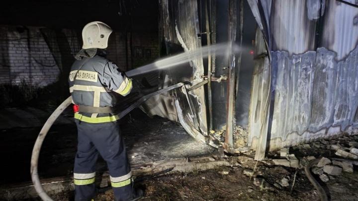 В Волгограде потушили крупный пожар на «Народной ярмарке»